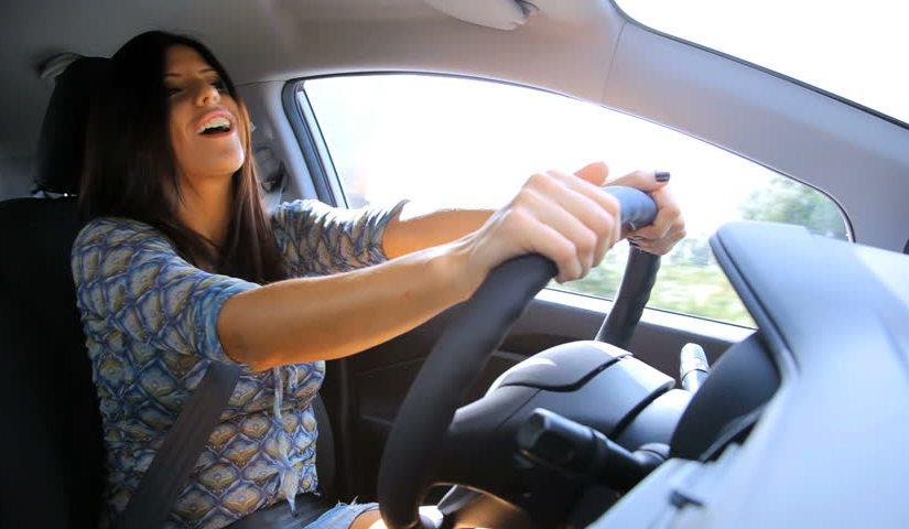 cantando al conducir